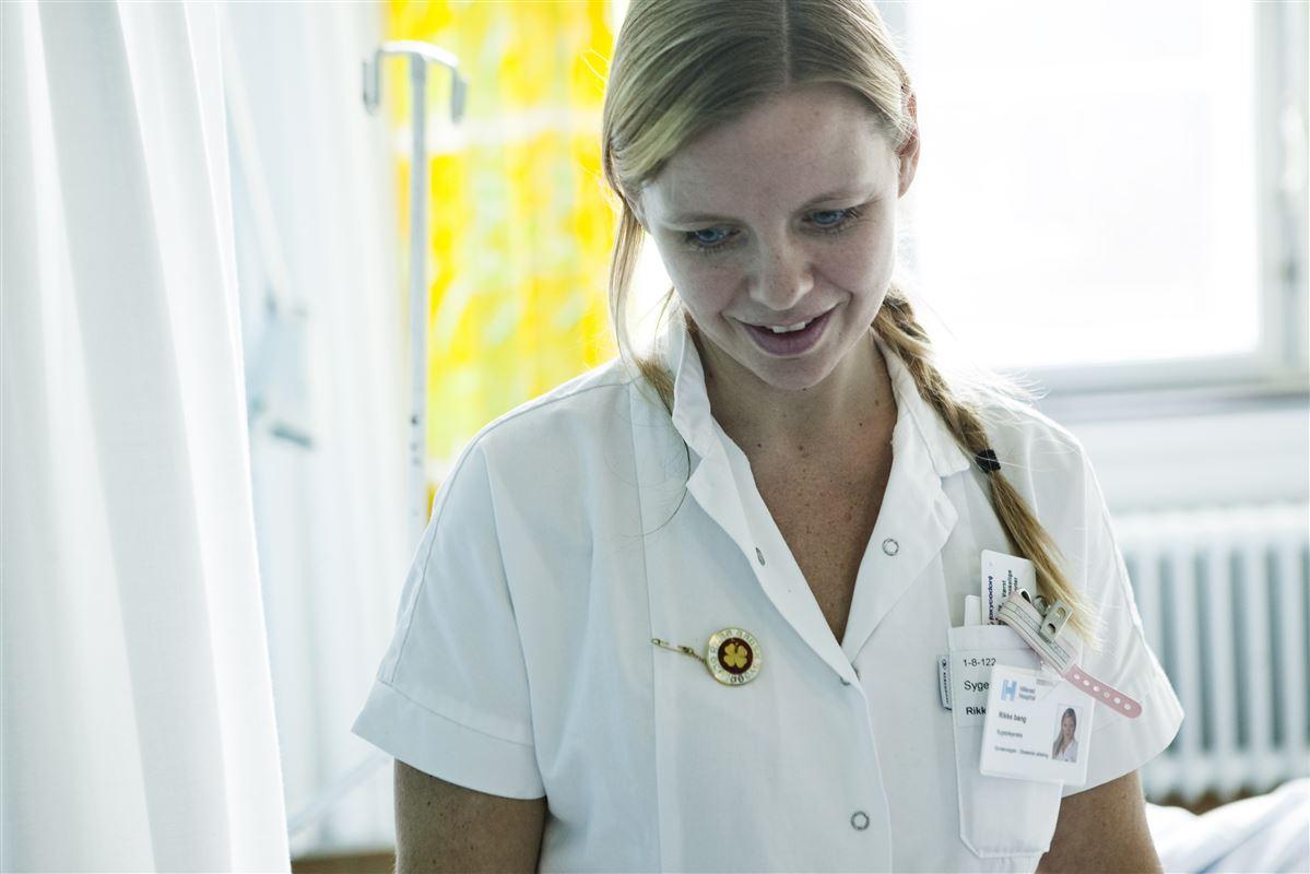 Regeringens ledelseskommission børtage fat i problemet med grænseløst arbejde, derrammer sygeplejersker og andre offentligt ansatte.